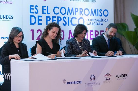 Foto Principal_ Altagracia Suriel, Mónica Bauer, Margarita Cedeño, Roger Falkenstein